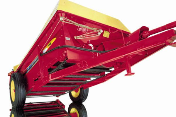 New Holland | 100 Series Box Spreaders | Model 155 for sale at Kings River Tractor Inc.