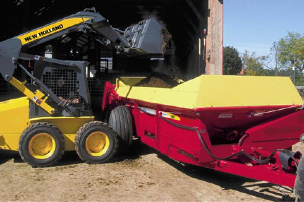 New Holland | 100 Series Box Spreaders | Model 165 for sale at Kings River Tractor Inc.
